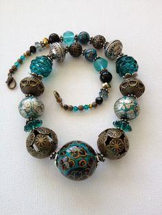 Beaded statement necklace graduated bead par ChicMaddiesBoutique