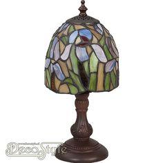 Tiffany Tafellamp Tilon  Een bijzonder mooie tafellamp. Helemaal met de hand gemaakt van echt Tiffanyglas. Dit originele glas zorgt voor de warme uitstraling. Met bronskleurige voet. Met 1x kleine fitting (E14). Met schakelaar aan het stroomsnoer. Afmetingen: Hoogte: 31 cm Breedte: 14 cm Diepte: 14 cm