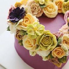 Wreath style buttercream flower cake.... #cherryblossom #buttercream #butter #buttercreamflowers #flowers #flower #cake #cakes #kiss #kissthecake #kissthecook #koreanstyle #koreanbuttercream #spring #gerbera #wreath #케이크 #케익 #플라워케이크 #플라워 #플라워케익 #버터크림 #키스더케익 #키스 #키스더케이크 #거베라 #리스 #버터크림플라워케이크 #벚꽃 #봄