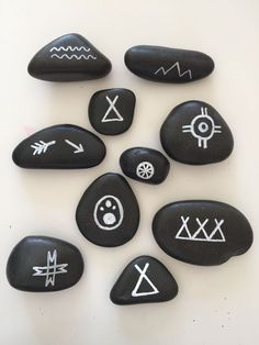 Kids loved their rocks with Native American Symbols (happiness, blossom, bear tracks, village, ecc) Will add one of these painted rocks to the party favor bag along with a Native American symbol chart. Party Favors for Native American Isabelle and Sophia's birthday parties. #indigenousnorthamericans