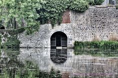 Mysterious.... #mysterious #misterieus #water #nieuwschierig #watziterachterhethek