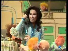 Muppets - Loretta Lynn - One's On The Way Anthem for the Stay At Home Mom!