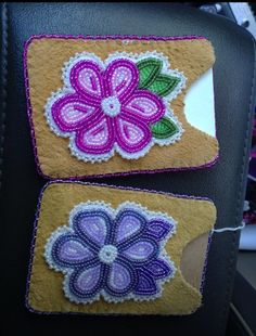 Pink and purple credit card holders Native Beading Patterns, Native Beadwork, Native American Beadwork, Loom Patterns, Native American Crafts, Nativity Crafts, Beaded Purses, Pony Beads, Beading Projects
