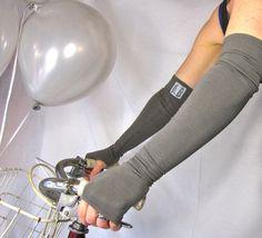 Love fingerless gloves!