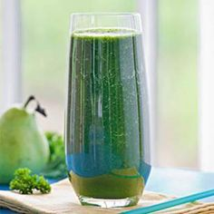 1/2 cup fresh parsley 3 cups spinach 1/2 lemon, peeled 2 medium pears, cut into eighths 6 large stalks celery, trimmed Ice cubes (optional)
