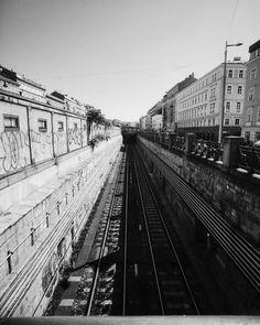 perspective  Für mich gehts gerade wieder nach Wien ich hoffe dann mal dass das Wetter schön bleibt :) Schönes Wochenende euch allen ;) _______________________________________________________ #instagoodmyphoto #2instagoodportraitlove #justgoshoot #exploretocreate #peoplescreatives #passionpassport #my_365 #theoutbound #austrianblogger #blogger_at #blogging #blogger #igersvienna #wien #igersaustria #behappy #vienna #Summer #iphoneonly #iphonephotoagraphy #enjoy #shotonmoment #enjoylive #igers…