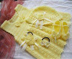 Sarı-motifli-örgü-elbise-toka-patik-ve-şapkası | El İşi Örgü Modelleri, El İşi Örgü Modelleri, Dantel, Patik, Tığ İşi,Lif Modelleri, İğne Oyası, Örgü Modelleri