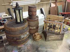 DIY Pirate Barrels with Animatronic Spider - Halloween Piraten - Pirate Halloween Decorations, Decoration Pirate, Pirate Halloween Party, Pirate Birthday, Halloween Themes, Halloween 2019, Halloween Ideas, Deco Pirate, Pirate Theme