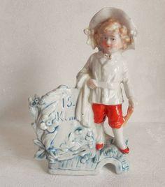 statuette en céramique, petit garçon, cache pot, porte stylo ?