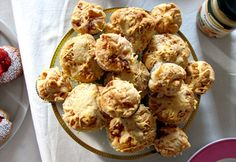 Als Basis interessant: Blätterteig-Käse Muffins.