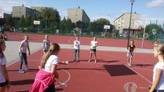 Integracyjny badminton w kręgu. Uczennice z Częstochowy wymyśliły swoją grę w której może uczestniczyć cała klasa.