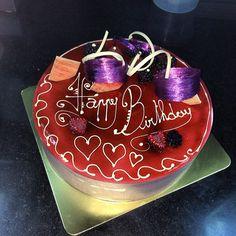 Beautiful cake creation by Nicolas Descriaux on instagram.com