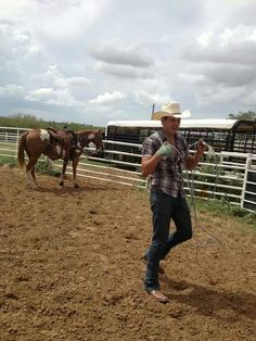 I had to post another picture of Jon Pardi just for the sake of the horse!!! Now how many country singers actually ride horses? In love!
