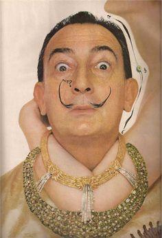 salvador dali portrait Salvador Dali with his Fountain of Heraclitus necklace. Photoby Richard Avedon for Harpers Bazaar, June Richard Avedon, Alberto Giacometti, Rene Magritte, Salvador Dali Art, Jean Arp, Deneuve, Max Ernst, Charles Darwin, Wow Art