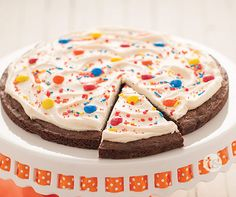 Brownie Birthday Cake Recipe │The best ever cake made with a brownie mixture. Brownie Cake, Fudge Brownies, Birthday Brownies, Cake Birthday, Birthday Ideas, Cake Recipes, Dessert Recipes, Party Recipes, Candy Bar Cookies