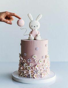 Mini cake, topped with cat & dog with the balloon, instead. Bunny Birthday Cake, Baby Birthday Cakes, Miffy Cake, Deco Ballon, Rabbit Cake, Balloon Cake, Girl Cakes, Buttercream Cake, Celebration Cakes