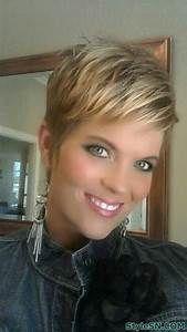 Krótkie Blond Włosy Z Pasemkami | Fryzury - Galeria