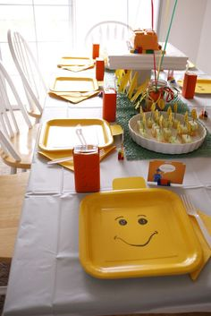 Yellow square plates w/ faces drawn on them. Bubble wrap spray painted green to look like Lego base piece. Tales of a Trophy Wife: Lego Birthday Party Idea Round-up Lego Themed Party, Lego Birthday Party, Boy Birthday Parties, Birthday Ideas, Lego Parties, Birthday Table, 4th Birthday, Lego Ninjago, Lego Minifigure
