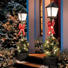 lamp post swags for Christmas | Shannon's front porch | Pinterest ...