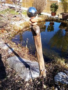 Stele aus Treibholz und Kieselsteinen Stele, Tools, Driftwood, Sculptures, Instruments, Utensils, Appliance, Vehicles