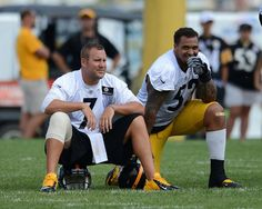 Ben Roethlisberger chats with center Maurkice Pouncey during a break in practice.
