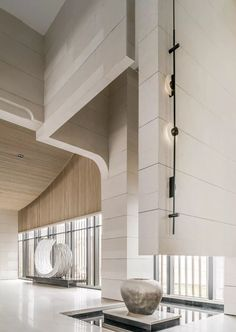 极简素雅,如何打造出超凡脱俗的高级感 | WJID维几-建e室内设计网-设计案例 Lobby Interior, Interior Architecture, Interior And Exterior, Lobby Design, Hall Design, Design Design, Home Lighting Design, Ceiling Design, Feature Wall Design