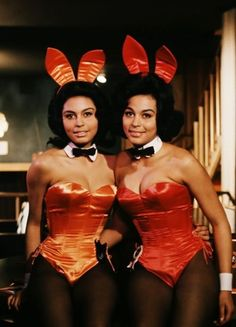 Jennifer Jackson (Miss March pictured with her twin sister Janis when they worked as Bunnies at Chicago's Playboy Club Janis is on the left, Jennifer on the right. Janis never posed nude in the magazine. Black Playmates, The Playboy Club, Vintage Black Glamour, Retro Vintage, Bunny Outfit, Doja Cat, Black Girls Rock, Halloween Outfits, Halloween Party