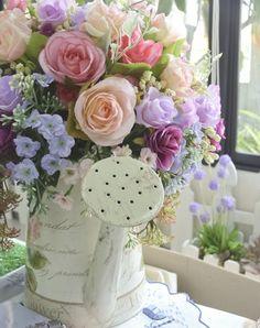 quenalbertini: Bouquet in a watering can Pastel Bouquet, Rose Pastel, Lavender Bouquet, Fresh Flowers, Spring Flowers, Beautiful Flowers, Spring Bouquet, Romantic Flowers, Flower Power
