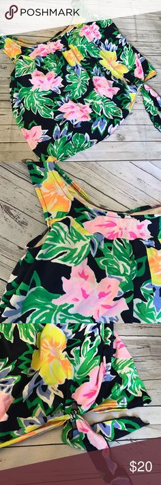 Plus size floral tropical swim top size 22w Such a vibrant print! Good used condition. Cute side tie on bottom. Top only, but would mix easily with many colors of swim bottoms palisades beach club Swim