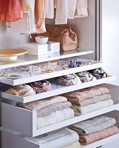 With clear fronted drawers like these from @ikeaie, our closets would be instantly more organised, right? RIGHT?