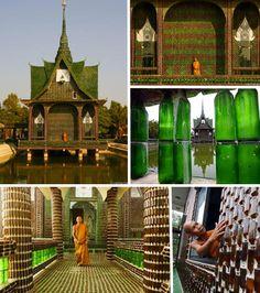 """Entre os casos de """"materiais específicos com finalidades variadas"""", destaca-se um templo budista, na Tailândia. Criatividade e bom gosto   usaram um milhão de garrafas de cerveja para sustentar esse espaço sagrado de meditação. O reciclável simples se transformou num belo com iluminação de efeito vitral.  http://www.favpropaganda.com.br/favblog/category/espacos-urbanos.aspx?page=9"""