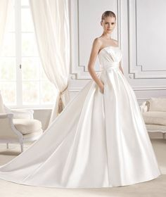 EINAT » Wedding Dresses » 2015 Costura Collection » La Sposa ~ Shown with side Pockets at skirt