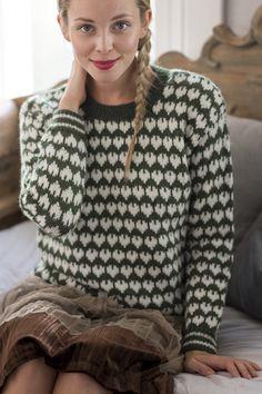 Featuring a lovable heart pattern, these retro sweaters evoke childhood memories of enamel dishware. From Novita Nordic Wool. Sweaters For Women, Men Sweater, Stockinette, Heart Patterns, Wool Yarn, Knitwear, Knit Crochet, Knitting Patterns, Pullover