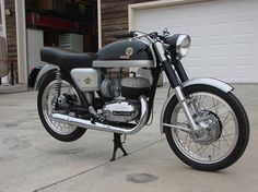 2 stroke – Motorcycle Photo Of The Day Bultaco Motorcycles, Cool Motorcycles, Vintage Motorcycles, Motorbikes, Street Bikes, Road Bikes, Vintage Bikes, Vintage Cars, Scooters