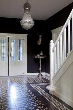 A beautiful hall - entrance Hall Tiles, Tiled Hallway, Entry Hallway, Entrance Hall, Hallway Decorating, Entryway Decor, Flur Design, Hallway Designs, Rustic Home Design