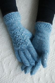 Ravelry: capucino & # s Mererohelised sõrmikud - Knitting 2019 - 2020 Knit Mittens, Knitted Gloves, Fingerless Gloves, Hand Knitting, Knitting Patterns, Knit Crochet, Crochet Hats, Blue Gloves, Yarn Colors