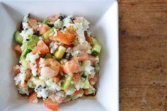 Deze sushi salade bootst de smaak van sushi goed na, maar is een stuk minder werk. Een echte aanrader voor sushi fans die niet willen rollen.