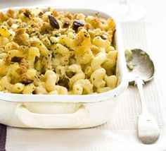 This perfect macaroni cheese recipe comes with a creamy cheese sauce, a hint of mustard and uses leftover French stick for its crunchy topping. An easy and classic family favourite. Bbc Good Food Recipes, Vegetarian Recipes, Cooking Recipes, Healthy Recipes, Pescatarian Recipes, Vegetarian Dinners, Cooking Videos, Macaroni Cheese Recipes, Pasta Recipes