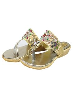 This is the best style of the ladies flat shoes for the ladies to attend the parties with this fancy foot wears. Girls Heels, Ladies Shoes, Women's Shoes, Dress Shoes, Summer Feet, Betty Boop, Fashion Shoes, Footwear, Pumps