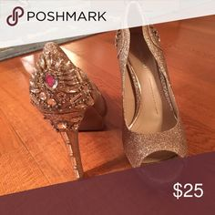 Gianni Bini Gold Shimmer Crystal Heels - size 9 Formal /Dressy Heels - perfect to pair with special occasion or cocktail wear - NOTE there is a thin worn strip on the edge closest to the foot on the left shoe, not noticeable when worn only notice when off the foot. Gianni Bini Shoes Heels