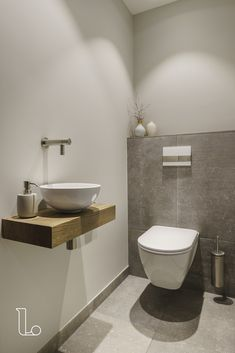 Bathroom Decor above toilet Stilvolle Toilette - bathroomdecor Small Toilet Design, Small Toilet Room, Guest Toilet, Downstairs Toilet, Bathroom Design Small, Bathroom Interior Design, Modern Bathroom, Toilet With Sink, Modern Toilet Design