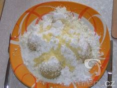 I want to try these dumplings, but not today. I don't have any vanilla pudding powder. Czech Recipes, Russian Recipes, Czech Desserts, Dumplings, Sweet Recipes, Vanilla, Goodies, Food And Drink, Menu
