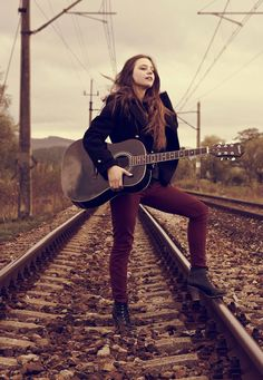 Not on the train tracks but i love this pose picture ideas g Musician Photography, Senior Photography, Portrait Photography, Picture Poses, Photo Poses, Picture Ideas, Guitar Photos, Railroad Photography, Look Man