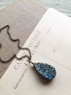 S k y l a r k... A sparkly druzy necklace gold by CrowandIris
