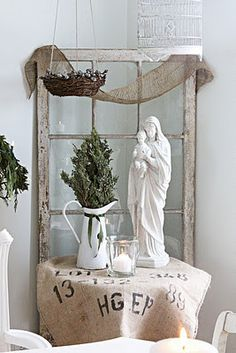 Natural Christmas Touches - white wash our lady with infant Jesus Vintage White Christmas, French Country Christmas, Country Christmas Decorations, Burlap Christmas, Noel Christmas, Xmas, Natal Natural, Seasonal Decor, Holiday Decor