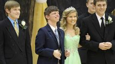 Homecoming Surprise for Tennessee Teen - Great story of some really awesome teenage boys.
