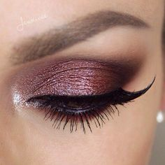 Maroon smokey eye.