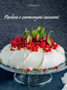 Pavlova with red fruits