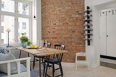 Una forma de sacar adelante una reforma en un piso pequeño es intentar unificar al máximo sus estancias, suprimiendo cualquier pared para a...