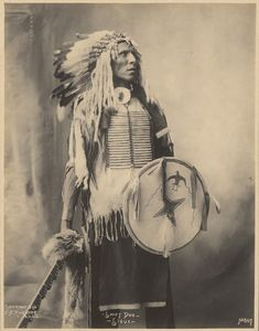 Swift Dog, Sioux; Adolph F. Muhr (American, died 1913), Frank A. Rinehart (American, 1861 - 1928); 1898; Platinum print; 23.1 × 17.9 cm (9 1/8 × 7 in.); 84.XM.200.24; J. Paul Getty Museum, Los Angeles, California Native American Images, Native American Wisdom, Native American Beauty, Native American Tribes, Native American History, Native Americans, Sioux Nation, Indian Pictures, Native Indian